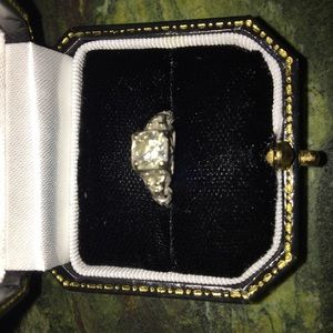Jewelry - Vintage diamond ring
